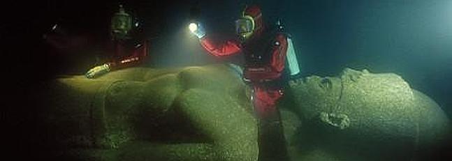 Una de las estatuas sumergidas de Thonis.