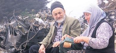 Abdülkadir y Fatma Karahan, propietarios del terreno en el monte Pilav en Trabzon (Turquía).