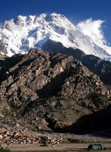 Al menos nueve alpinistas extranjeros, entre ellos cinco ucranianos, murieron por disparos este domingo de madrugada en el Himalaya pakistaní, en un inédito ataque en esa pacífica región reivindicada por los talibanes de Pakistán.