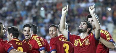 Isco celebra su gol junto a sus compañeros de selección.