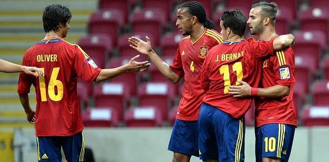 Jesé (d) celebra con sus compañeros el gol contra Ghana.