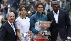 Los dos finalistas posan junto al atleta Usain Bolt y el presidente de la Federación Francesa de Tenis