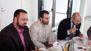 Miembros del Consejo Islámico de Noruega prueban la comida halal del hospital