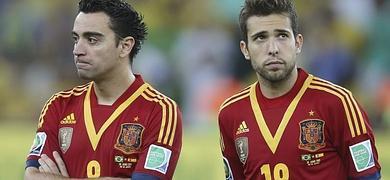 Xavi (i) y Jordi Alba, tras la final de la Copa Confederaciones.