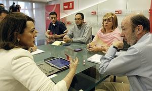 Los socialistas, reunidos en Ferraz.