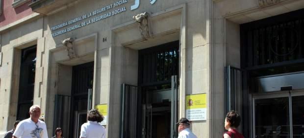 58 detenidos en tarragona por estafar casi un mill n de for Oficina seguridad social valencia