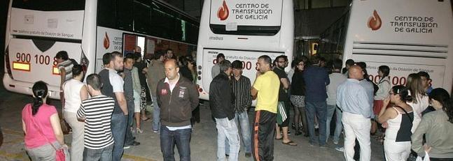 Numerosos ciudadanos han acudido a la petición de donar sangre.