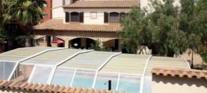 Vista del chalé asaltado durante la madrugada de este jueves, en Montbrió del Camp (Tarragona).
