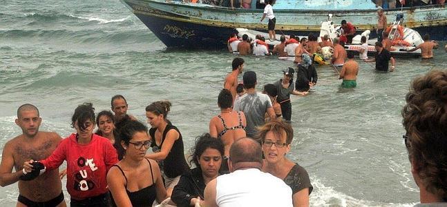 Bañistas al rescate en Siracusa.