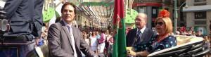 El concejal de Cultura, Damián Caneda, el alcalde, y la rectora Adelaida de la Calle, frente a la calle Larios.