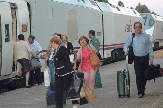 La Guardia Civil tuvo que ayudar en el dispositivo de evacuación de los trenes.