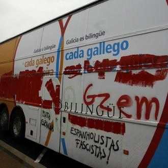 Nacionalistas gallegos atacan un autobús de Galicia Bilingüe