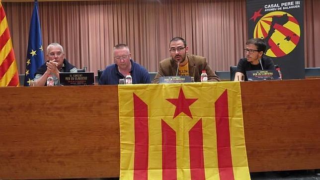 En la jornada del «Casal Pere III» de Balaguer en la que el PSOE aragonés recogió el premio se exhibieron banderas independentistas y el mapa de los «Países Catalanes»