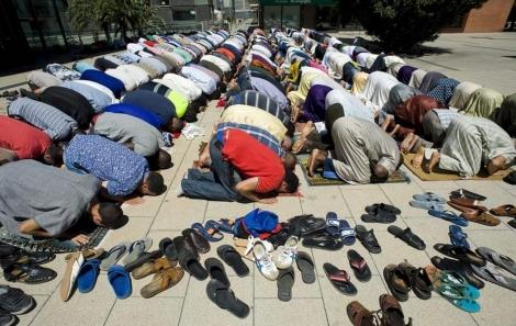 Musulmanes catalanes rezando en Mollet
