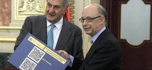 Montoro entrega a Posada el proyecto de ley de Presupuestos Generales del Estado para 2014.