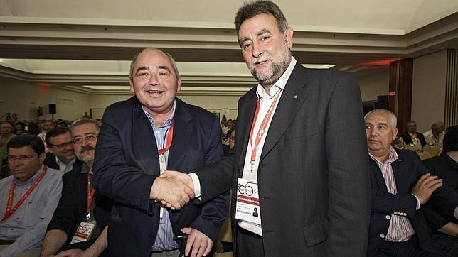 Pastrana (a la izquierda) con Fernández tras su relevo al frente de UGT-A en mayo