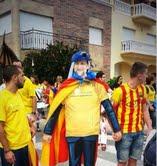 Otro de los figurantes de cartón, también caracterizado de Rajoy