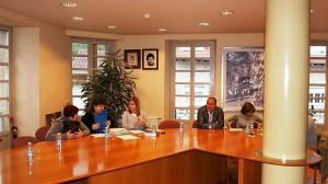 El salón de plenos de Olazagutia el pasado mes de mayo con los dos concejales socialistas a la derecha