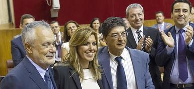 Díaz, entre Griñán y Valderas tras la votación de esta mañana.