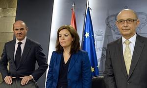 Sáenz de Santamaría, Montoro y De Guindos, tras el Consejo de Ministros.