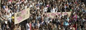 Cerca de 2.500 personas han participado en el minuto de silencio convocado por el Ayuntamiento de Tàrrega.