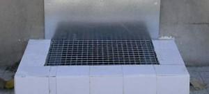 Lavapiés instalado en los aseos de la parrilla de taxis del Aeropuerto de Barcelona.