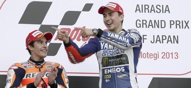 Lorenzo celebra su victoria ante Márquez.