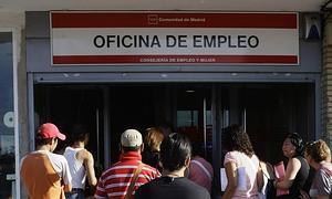 El paro vuelve a subir en personas en septiembre for Oficina inem madrid