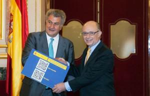 El Ministro de Hacienda y Administraciones Públicas, Cristóbal Montoro, entrega en el Congreso los Presupuestos Generales del Estado para 2014