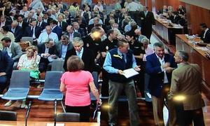 Todos los acusados esperan en la sala la lectura de la sentencia