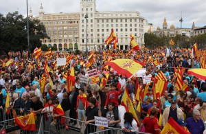 Vista de la plaza Cataluña abarrotada de catalanes