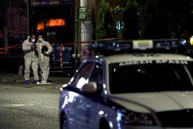 La policía investiga en el local de Amanecer Dorado en Neo Iraklio, en Atenas, donde se registró un tiroteo que se saldó con dos muertos el 1 de noviembre.