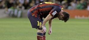 Leo Messi, después de sufrir una lesión contra el Betis.