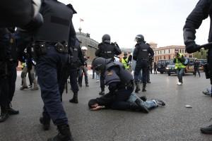 La Policía sólo podrá emplearse con firmeza contra la sociedad civil y no contra la casta corrupta