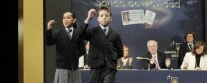 Los niños de San Ildefonso cantan el segundo premio.