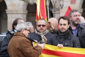 Bellalta, junto a miembros de SOLUCIONA, minutos antes de irrumpir en el Parlament de Cataluña en diciembre de 2013.
