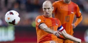 Sneijder lanza una falta con Holanda