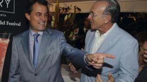 Artur Mas conversando con el presidente de La Caixa, Isidre Fainé