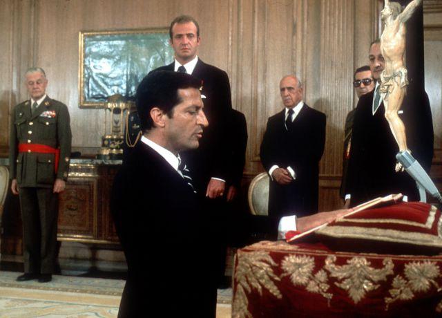 Suárez jura su cargo de presidente del Gobierno en presencia del Rey