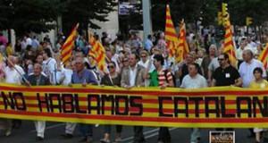 Miembros de la antigua Unidad Aragonesa participan en una manifestación contra la imposición del catalán en la región