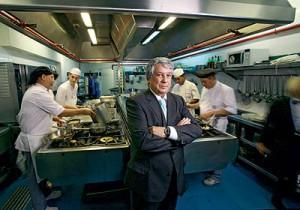 Arturo Cantoblanco, en uno de sus restaurantes
