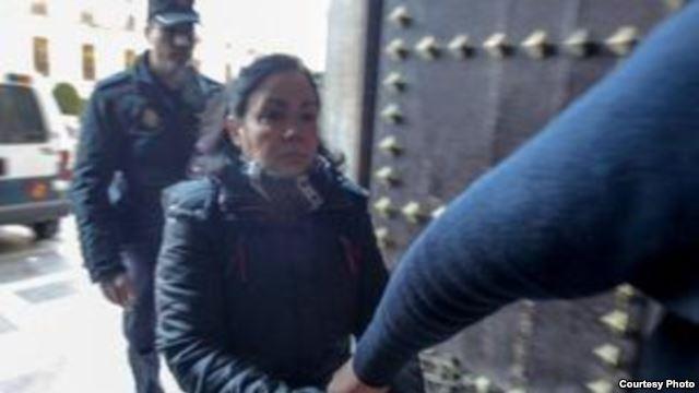 La cubana Ana María P.H. a su llegada al tribunal