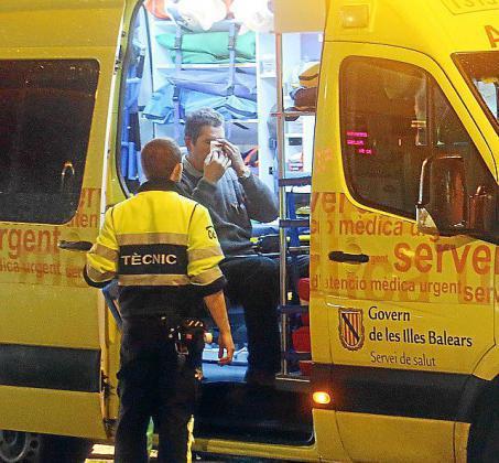 Un vigilante tuvo que ser trasladado al hospital de Son Espases.