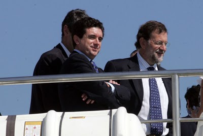 Jaume Matas, junto al líder del PP, Mariano Rajoy, durante una visita a las instalaciones de la Copa del América en Valencia, en 2006 .