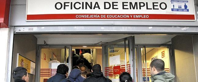 Bajada del paro en diciembre con desempleados for Oficina de empleo andalucia