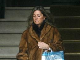 Rosalía Iglesias, esposa de Luis Bárcenas, saliendo de su casa en Madrid.