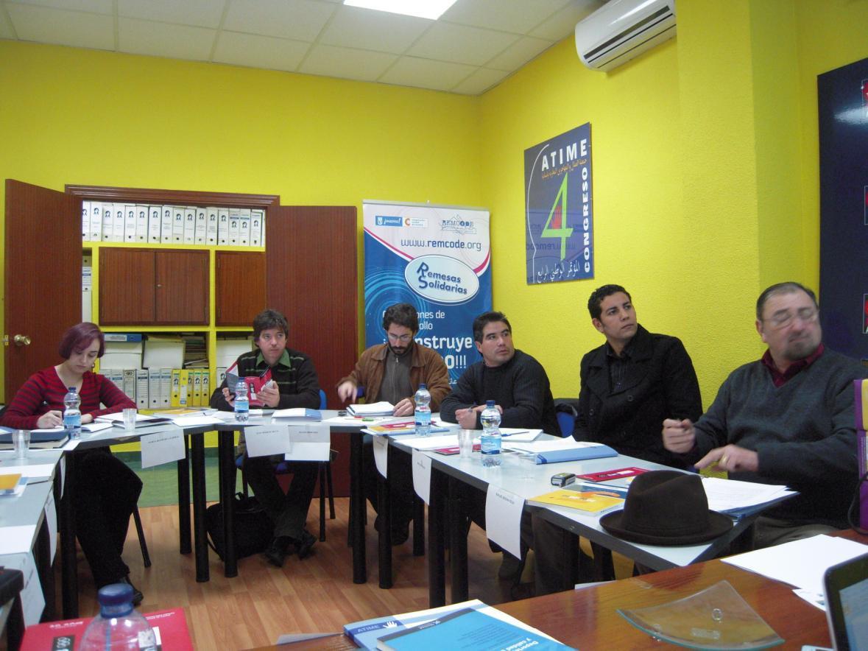 Imagen de una reunión con expertos en integración de inmigrantes organizada por la ATIME