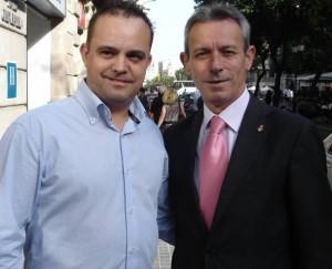Robert Hernando, a la izquierda, antes de consumar su traición a Josep Anglada (d)