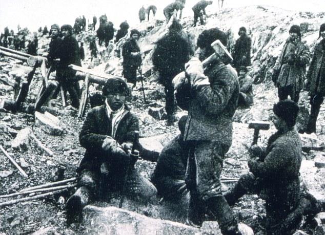 Prisioneros políticos en Siberia. La mayoría perecieron por los rigores climatológicos y las condiciones infrahumanas de los campos de trabajo.