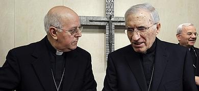 Ricardo Blázquez conversa con Rouco Varela.